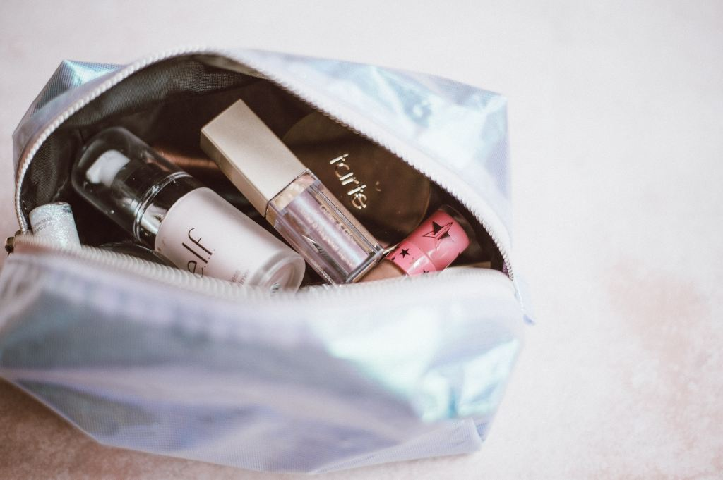 Je collectionne les trousses, pochettes et autres boites de rangement comme marie kondo